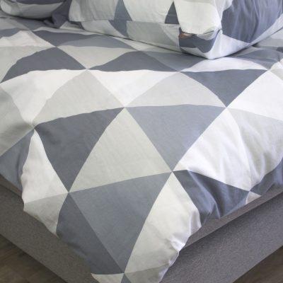 Housse de couette bébé motifs triangles + taie coton bio 100 x 140 cm